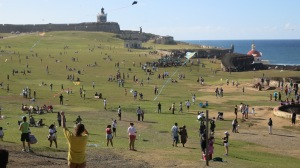 Families spread out all day on the lawns outside El Morro to fly kites
