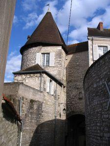 Saint-Martin gate into Château Raoul.