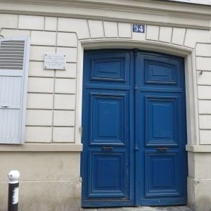 As the plaque on this wall says, Vincent Van Gogh lived in this building with his brother.