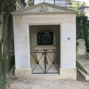 A modern grave at Cimetiere du Père Lachaise