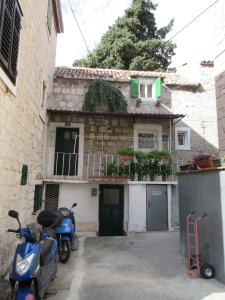 This is our house in Split. You enter through the green door on the left and immediately head upstairs.