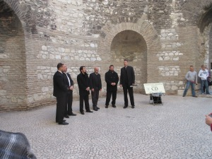 Klapa, a traditional a capella Croatian music, is often performed in the vestibul for tourists. The acoustics are remarkable in this round room.