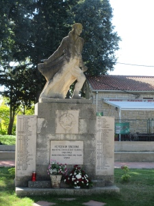 A WWII memorial on Šolta. The Partisan resistance to Nazi occupation reached a high level in Yugoslavia (including what is now Croatia). By the end of the war their forces numbered over 800,000 with an organized army, air force, and navy. The Partisans pushed the German occupiers out in 1944.