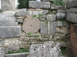 Later construction in the city of Salona incorporated unused buildings. In this 4th-century basilica, you can see pieces of columns and thresholds used to create walls.