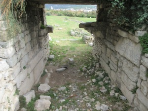 The aqueduct crossed this gate. Large flagstones supported its weight over the span, visible in the upper part of this photo. Salona.
