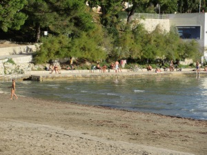 November 21 in Split. Sunbathers and swimmers abound.